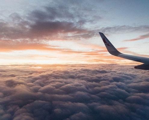 Aereo sulle nuvole