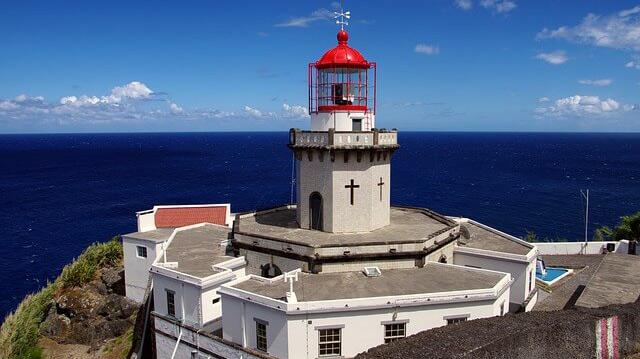 Azzorre paradiso nell'Atlantico Chiesa con Faro